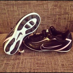 BRAND NEW Nike soccer cleats for girls / Size 11C
